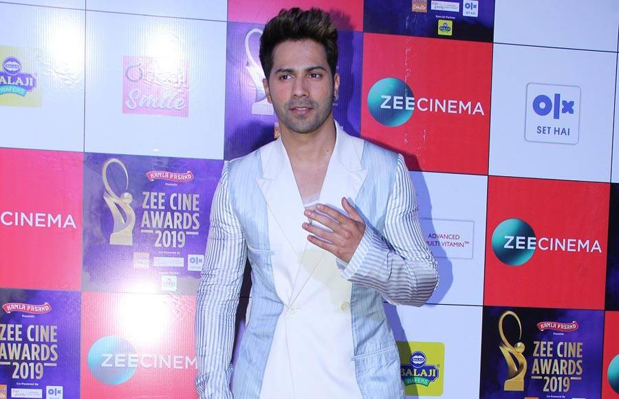Bollywood Celebs put their best foot forward at an awards night