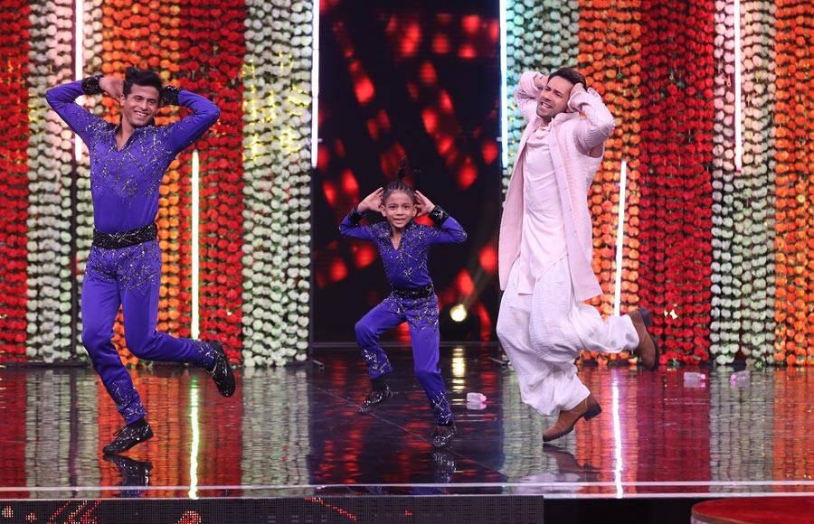 Kalank actors grace the sets of Super Dancer 3