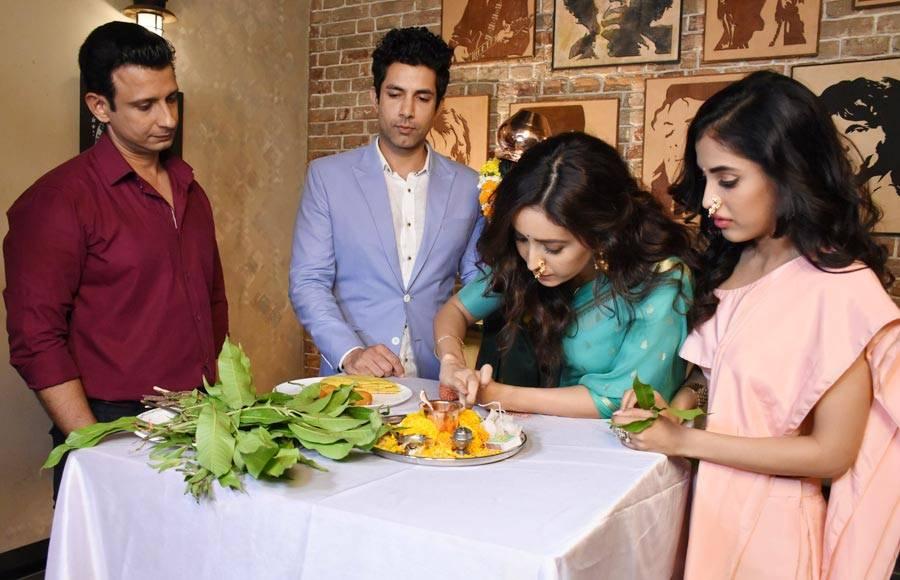 Sharman & Asha celebrate Gudi Padwa on the sets of ALTBalaji's Baarish