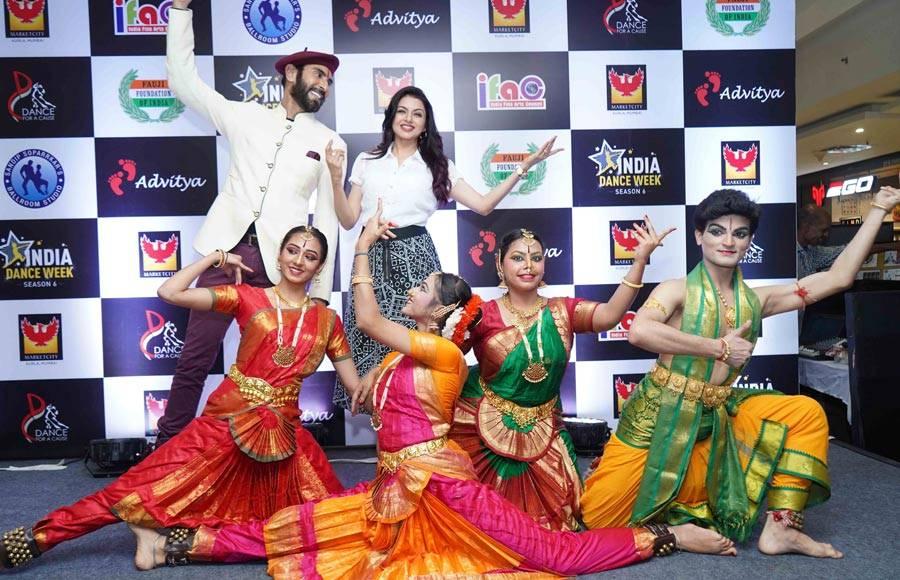 Bhagyashree and Sandip Soparrkar Unveils India Dance Week Season 6 trophy