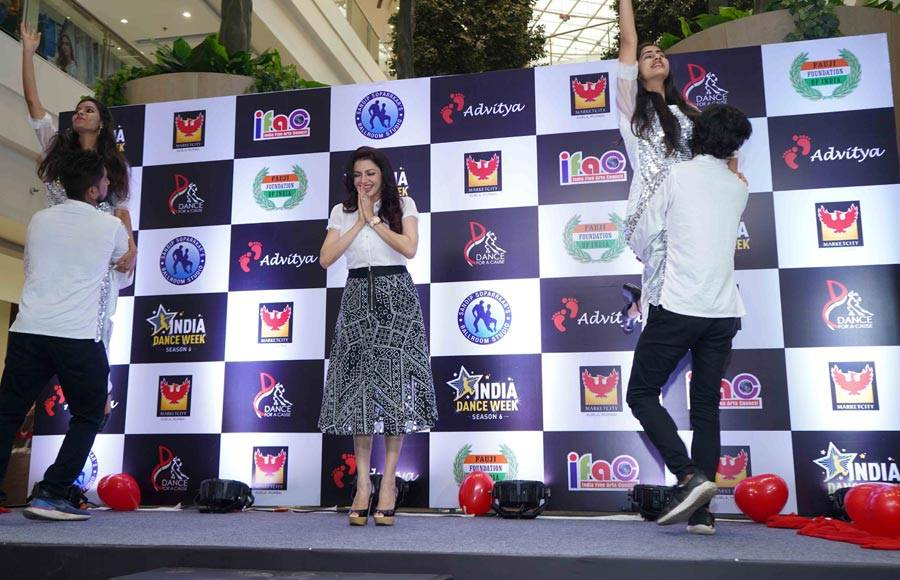 Bhagyashree and Sandip Soparrkar Unveils India Dance Week Season 6 trophy