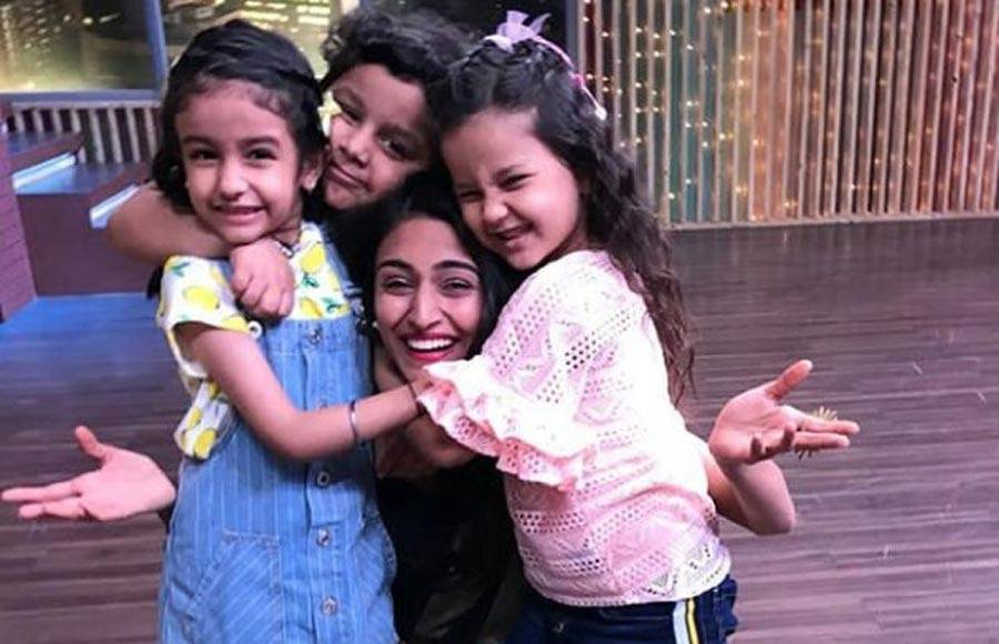 Erica Fernandes and Shubhavi Choksey on the sets of Kitchen Champion
