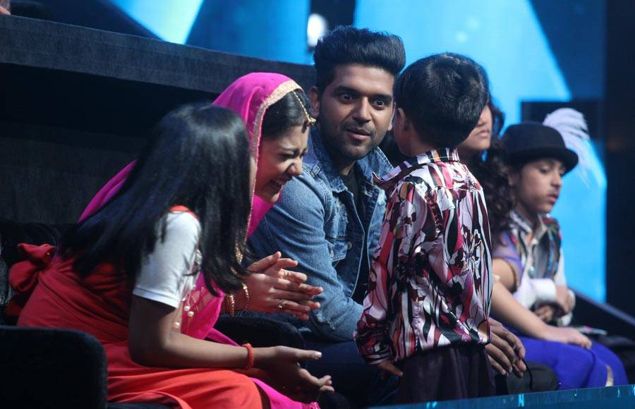 Neha Bhasin and Guru Randhawa on the sets of  Sa Re Ga Ma Pa Li'l Champs