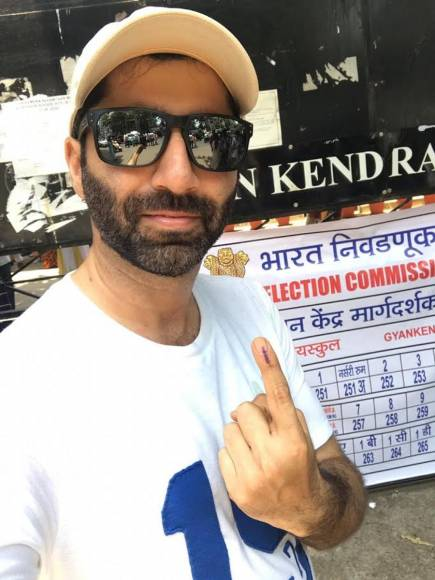 Actors cast their vote