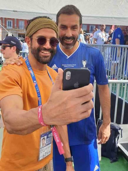 Farhan Akhtar and Shibani Dandekar meet Football legends