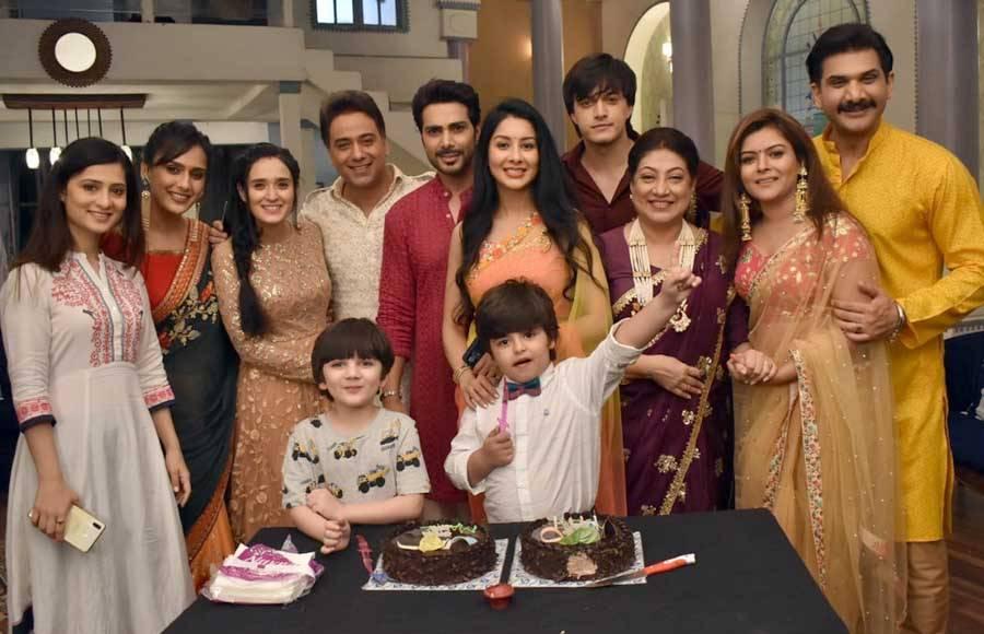 Birthday celebration on the sets of Yeh Rishta Kya Kehlata Hai