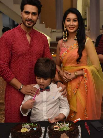 Birthday celebration on the sets of Yeh Rishta Kya Kehlata Hai