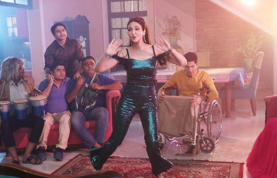 Aasif Sheikh and Saumya Tandon dance to the tunes of Jimmy Jimmy in &TV's Bhabiji Ghar Par Hai