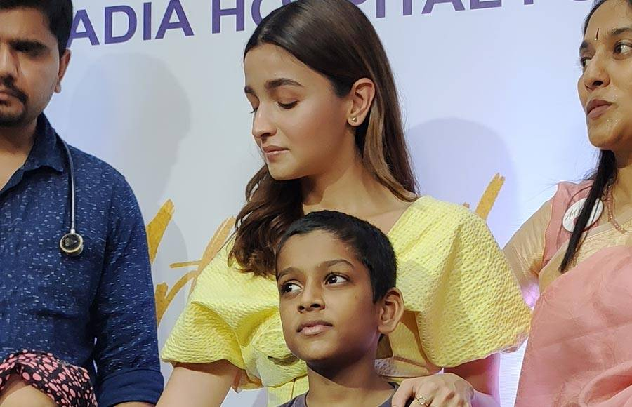 Bollywood actress Alia Bhatt supports the cause 'Art For Heart'