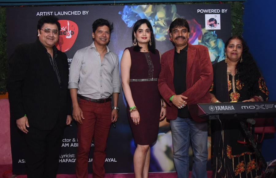 Singer Shaan launches Neha's Borkar's debut album in Mumbai