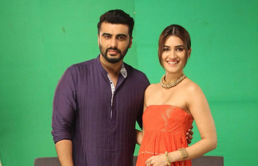 Arjun Kapoor and Kriti Sanon on Zee Tv's Pro Music Countdown