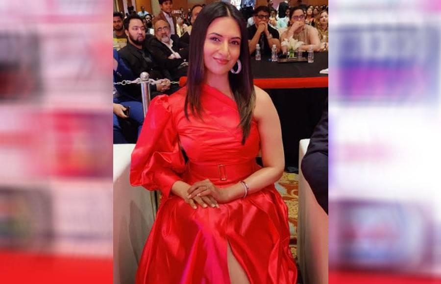 Divyanka Tripathi looks ravishing at an award function