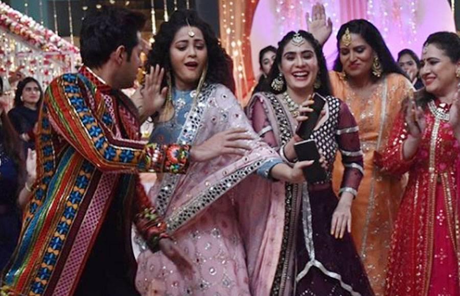 From the sets of Star Plus' Yeh Rishtey Hain Pyaar Ke