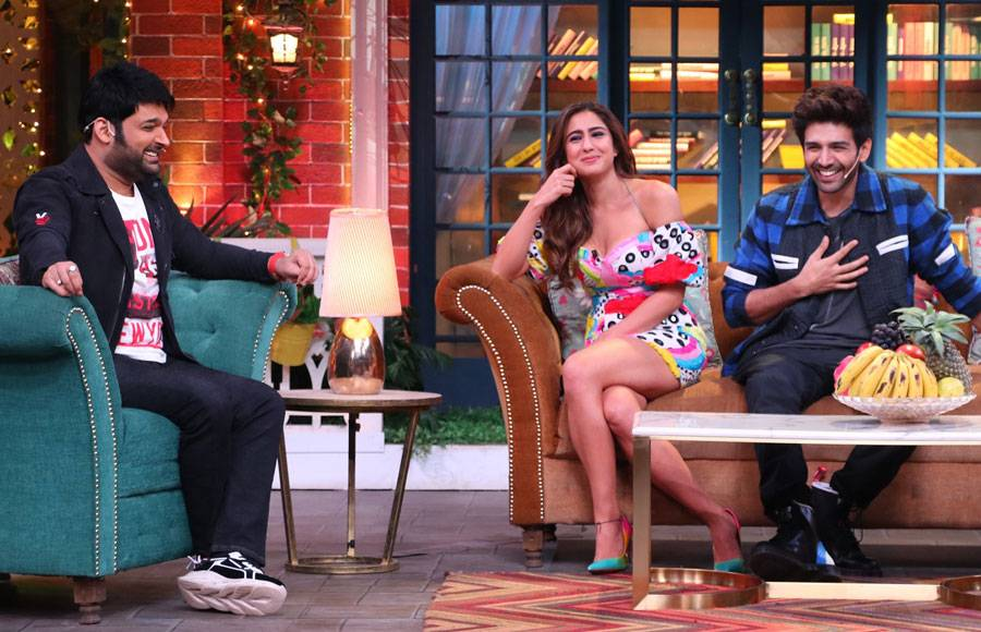 Kartik Aryan and Sara Ali Khan on the sets of The Kapil Sharma Show