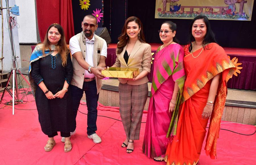Ridhima Pandit visits her school as a chief guest
