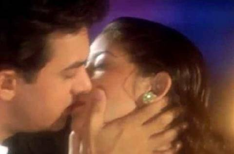 Manisha Koirala Kissing Scene